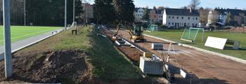28.11.2018 – Der Rasenplatz wird eingerahmt